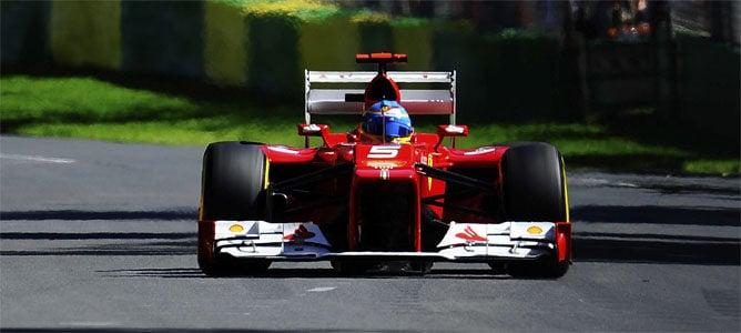 Fernando Alonso rueda en Melbourne