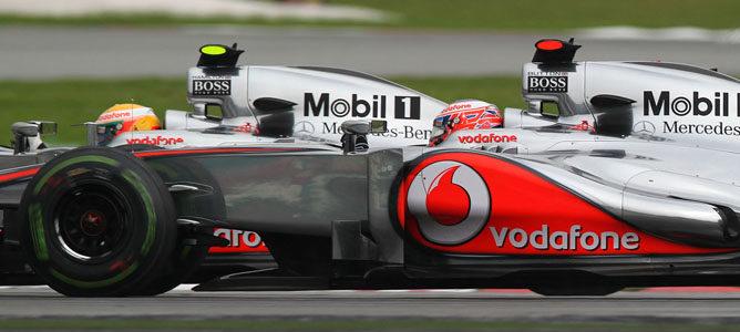 Los dos McLaren sobre el asfalto de Sepang