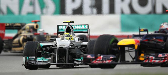 Un Mercedes sobre el asfalto de Sepang