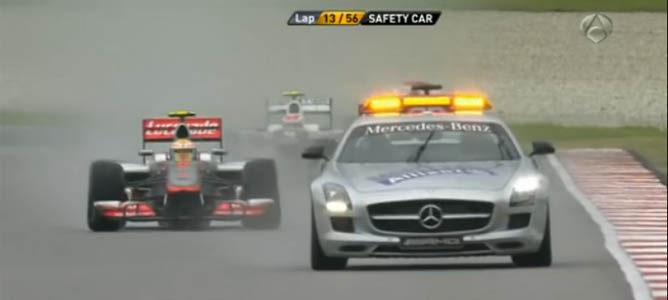 La carrera se reinicia tras el coche de seguridad