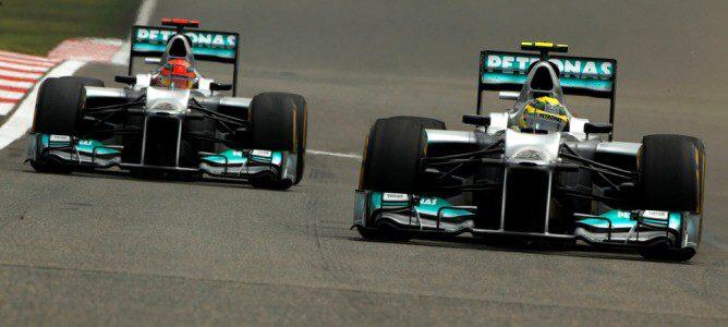 Nico Rosberg por delante de Michael Schumacher, que no ha podido finalizar la carrera