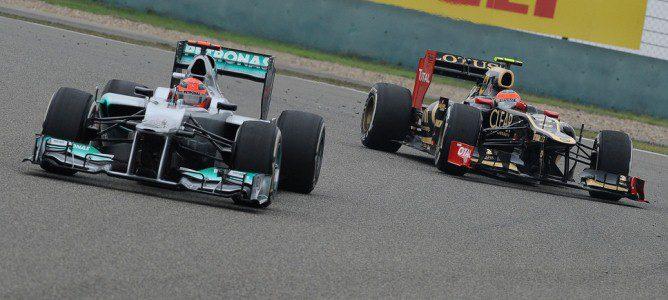 Michael Schumacher perseguido por Kimi Räikkönen