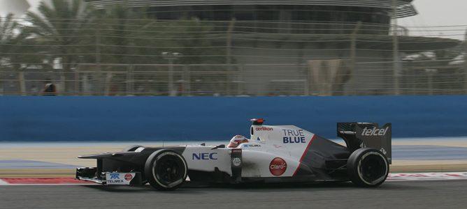 Sergio Pérez rueda con el C31 en Baréin