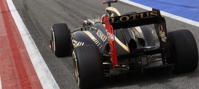 Kimi Räikkönen saliendo de boxes en Baréin