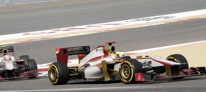 Pedro de la Rosa, pilotando su F112 en el Gp de Baréin 2012