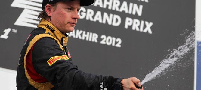 Cara de circunstancias para Kimi Räikkönen en el podio