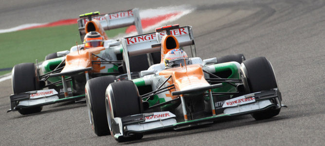 Los Force India en el circuito de Sakhir