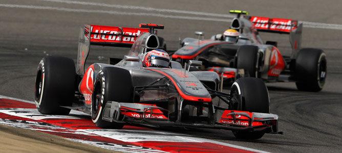 Los McLaren en el circuito de Sakhir