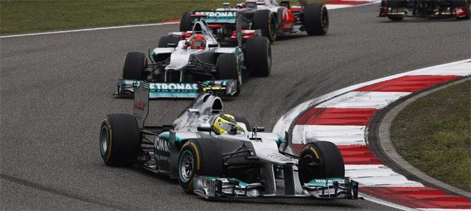 Los pilotos de Mercedes ruedan juntos
