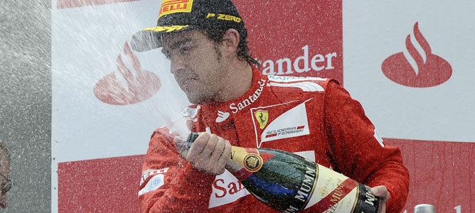 Alonso en el podio de Montmeló