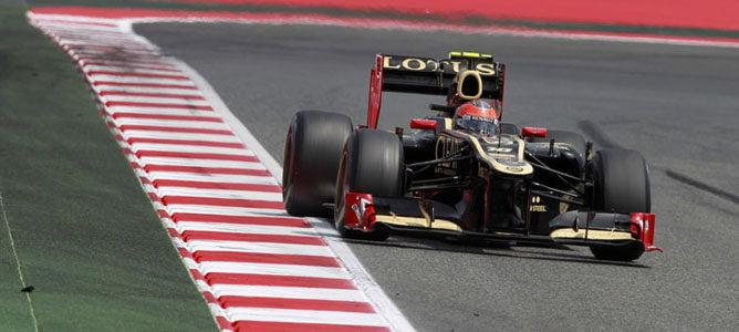 Grosjean rueda en el asfalto de Montmeló