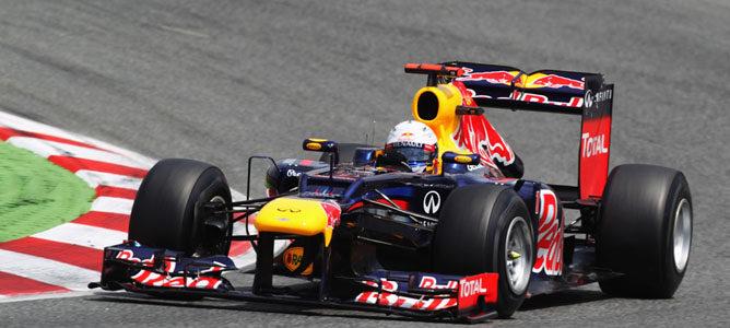 Vettel rueda en el asfalto de Montmeló