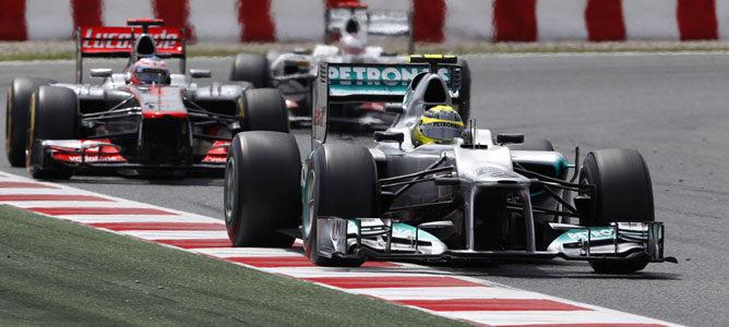 Rosberg rueda en el asfalto de Montmeló