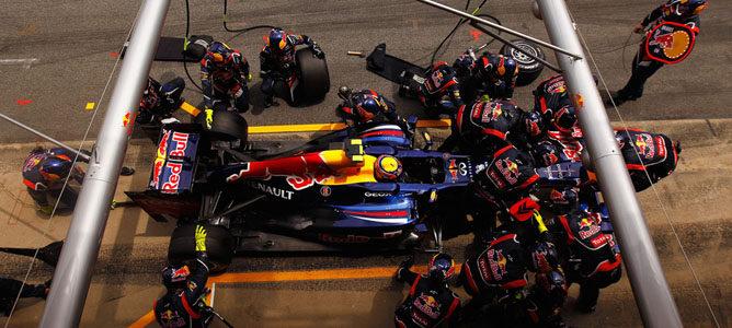 Webber rueda en el asfalto de Montmeló