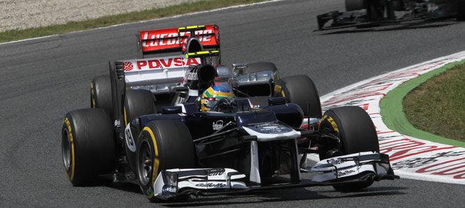Senna rueda en el asfalto de Montmeló