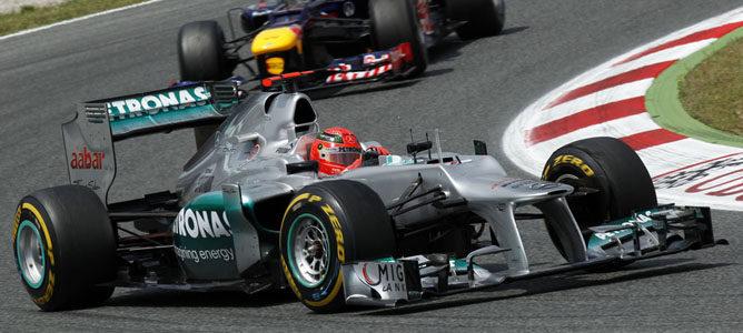 Schumacher rueda en el asfalto de Montmeló