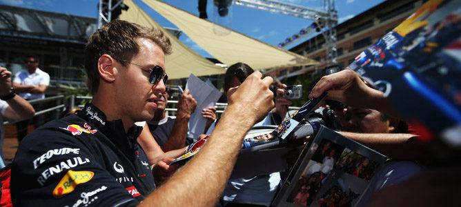 Sebastian Vettel firma autógrafos en Mónaco