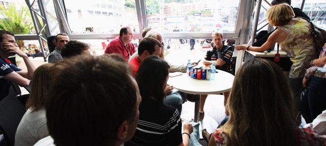 Sebastian Vettel atiende a la prensa en Mónaco