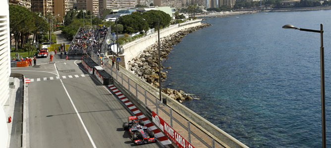 Jenson Button domina los tiempos en Mónaco