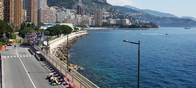 Uno de los Force India a punto de entrar en el túnel de Mónaco