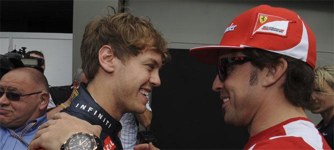 Vettel sonríe junto a su futuro compañero de equipo