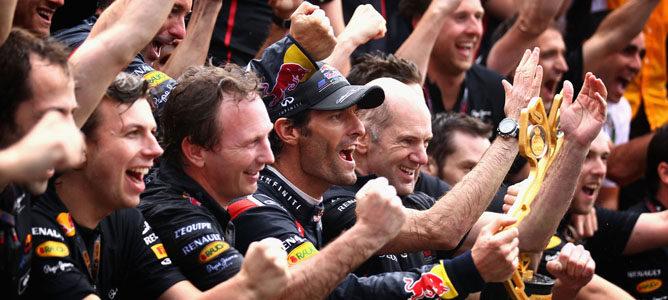 La gente de Red Bull celebra la victoria