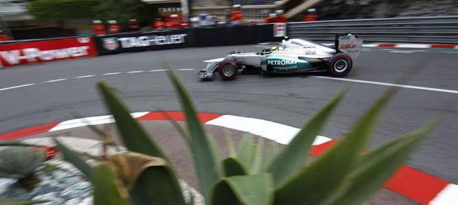 Un Mercedes sobre el asfalto de Montecarlo