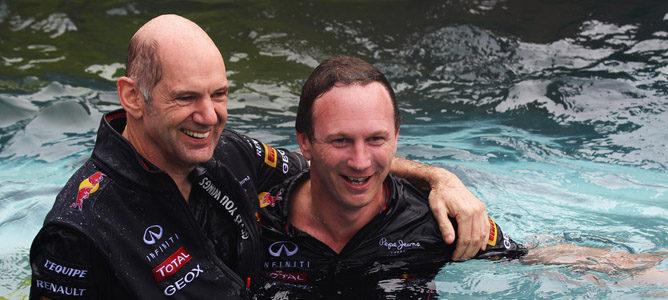 Christian Horner y Adrian Newey festejan la victoria en Mónaco