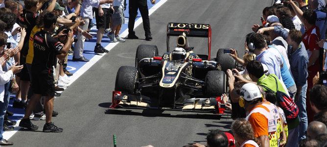 Kimi Raikkonen celebra su segundo puesto en Valencia