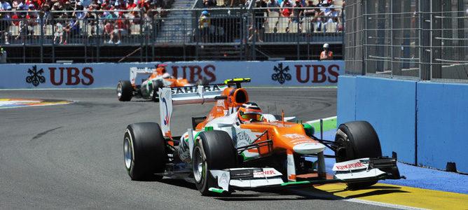 Los dos Force India por las calles de Valencia