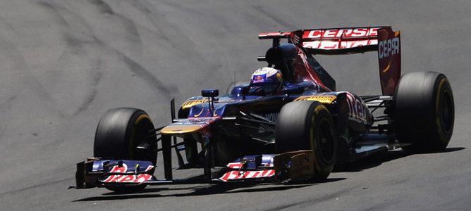 Un Toro Rosso por las calles de Valencia