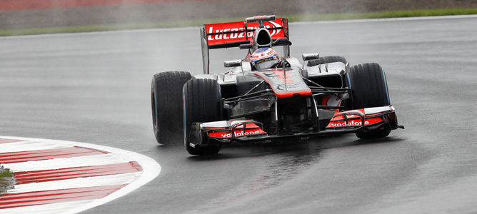 Jenson Button naufragó en la Q1 de su GP local