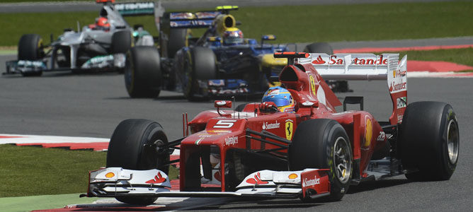Un Ferrari sobre el asfalto de Silverstone