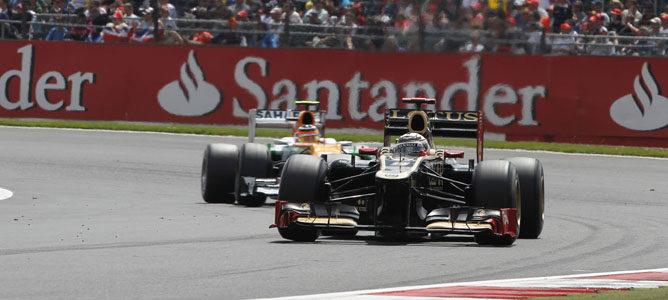 Un Lotus sobre el asfalto de Silverstone