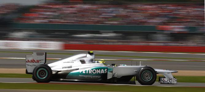 Un Mercedes sobre el asfalto de Silverstone