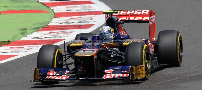 Un Toro Rosso sobre el asfalto de Silverstone