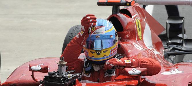 Fernando Alonso llega al podio de Silverstone