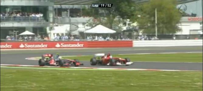 Adelantamiento de Fernando Alonso a Lewis Hamilton