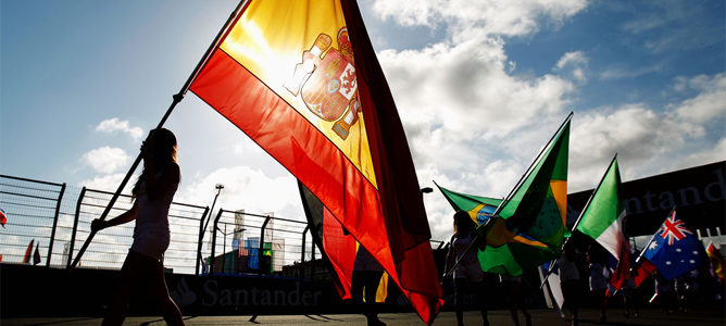 Bandera de España en el GP de Europa en Valencia 2012