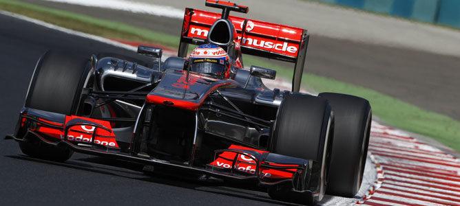 Un McLaren sobre el asfalto de Hungaroring