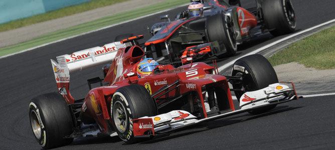 Un Ferrari sobre el asfalto de Hungaroring