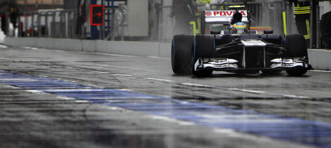 Pitlane mojado para Bruno Senna