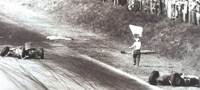 Los momentos posteriores al accidente de Von Trips en el GP de Italia de 1961