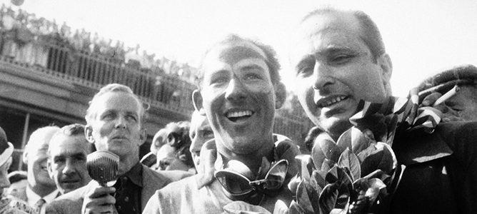 Stirling Moss y Juan Manuel Fangio en el podio