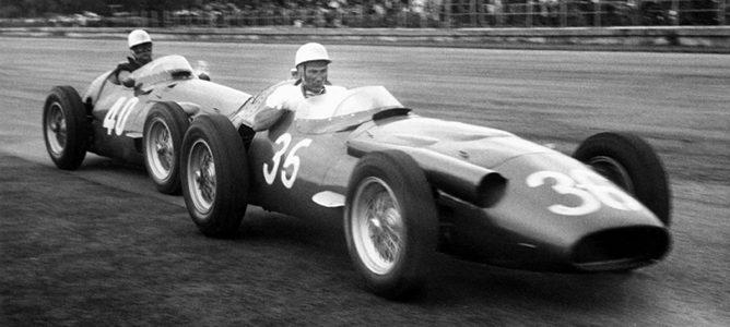 Stirling Moss lidera el GP de Italia de 1956