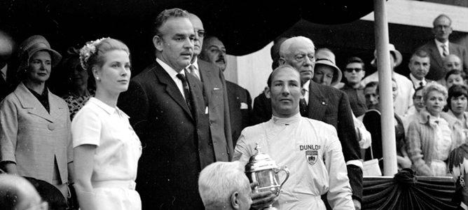 Stirling Moss en el podio del GP de Mónaco
