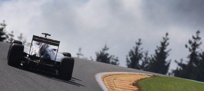 Sergio Pérez corona la famosa curva de Eau Rouge