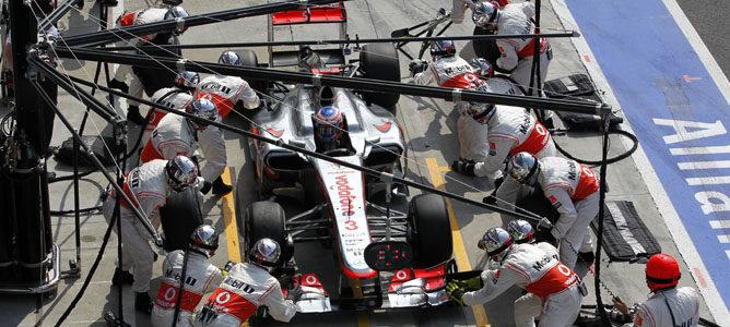 Jenson Button haciendo una parada en boxes
