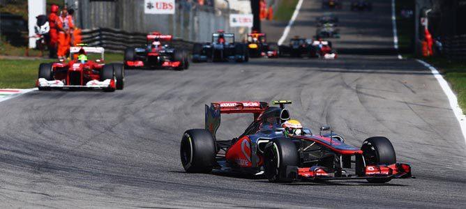 Un McLaren rueda sobre el asfalto de Monza