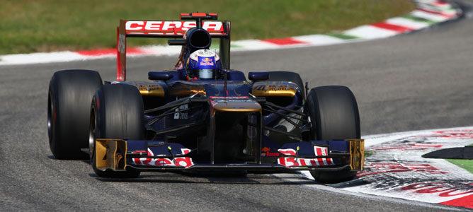 Un Toro Rosso rueda sobre el asfalto de Monza